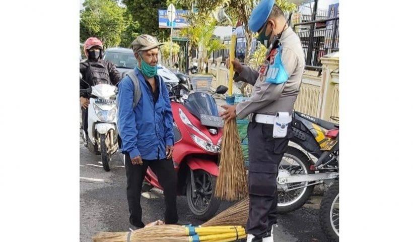 Bapak Penjual Sapu