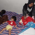 Ibu Bersama 2 Anaknya Asal Nias Terlantar di SPBU di Sumbar