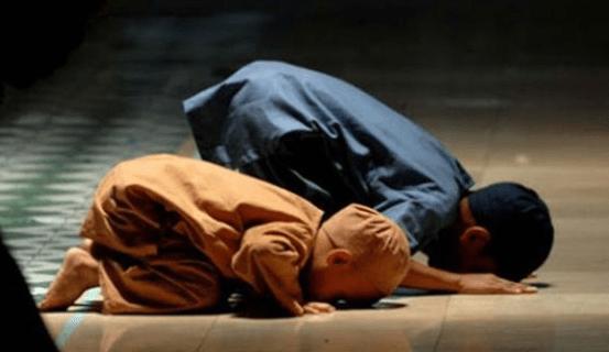 Tata Cara Sholat Idul Fitri di Rumah, Beserta Niat Berjemaah Maupun Sendiri