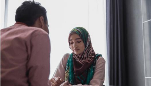 Jika Bertengkar Dengan Suami, Wahai Istri Jangan Kabur, Apalagi Update Status
