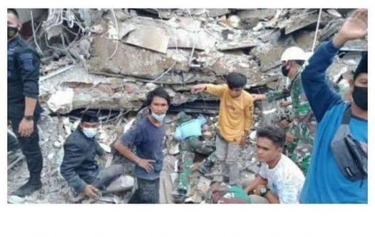 Korban Gempa Nekat Cari KK demi Dapatkan bantuan Mie Instan