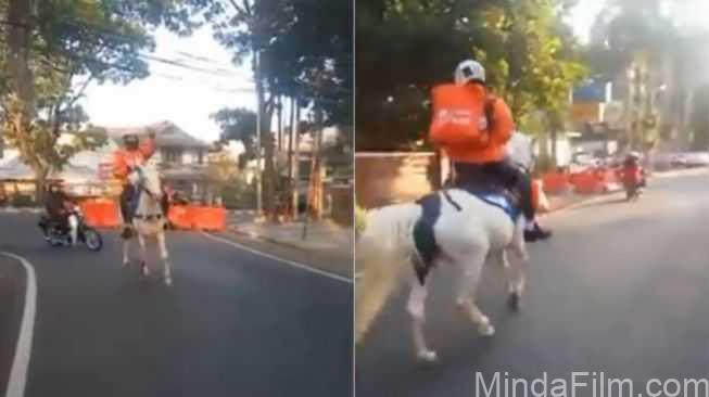 Viral Aksi Driver Antar Makanan Menunggang Kuda Putih, Bak Pangeran yang Menyamar